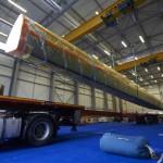 19 Novembre 2014, Tranfert d'un flotteur du futur maxi trimaran MACIF du chantier CDK Port-La-Forêt au chantier Keroman Technologies à Lorient.